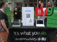 Sustainability @ BU handing out reusable bags at the Carbon Challenge sign-ups | photo by Becky Morgan