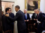 Eric Cantor and Barack Obama shake hands