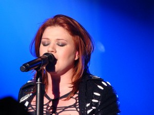 Kelly Clarkson. | Photo courtesy of vagueonthehow via Wikimedia Commons